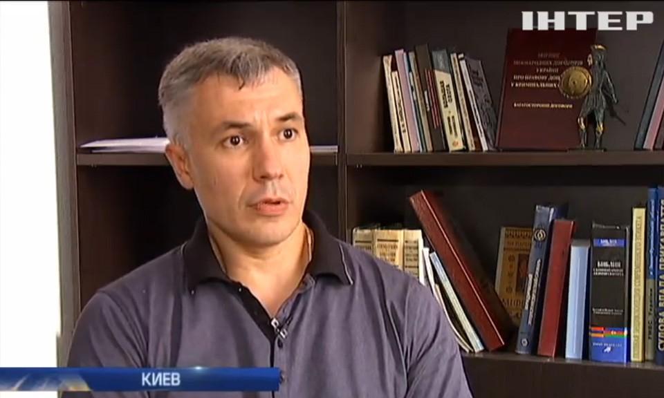 Обшуки у фіскалів: слідчі НАБУ виявили гори готівкової валюти